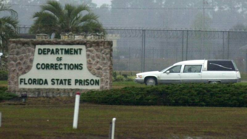 A hearse arrives at the Florida State Prison in Starke, Fla., Monday, Dec. 9, 2002, to pick up...
